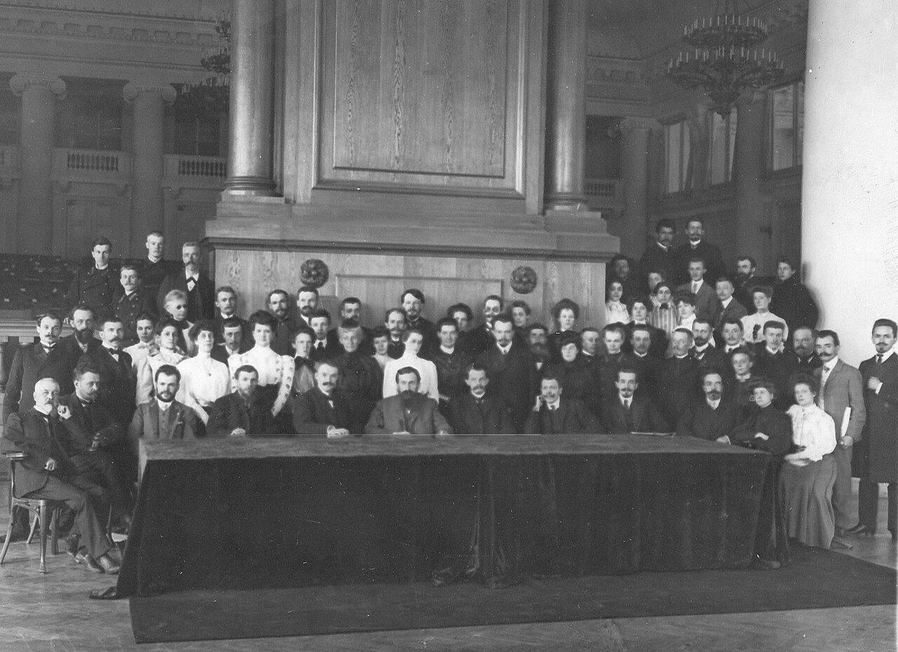 Март 1906. Комиссия по выборам выборщиков в Первую Государственную думу от Петербургской губернии в зале Таврического дворца.