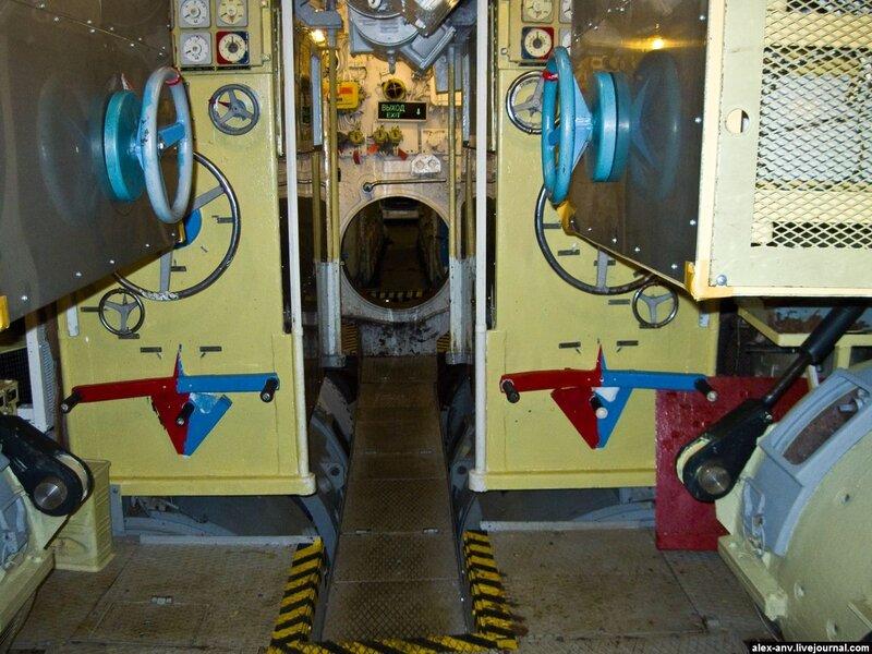 Подводная лодка С-189. Шестой отсек. Пост управления электродвигателями.