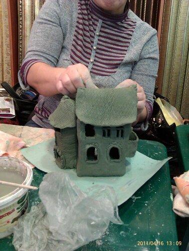 Лепим домики из глины
