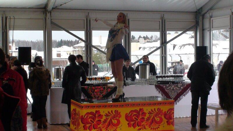 Танцы на столах: Беленькая