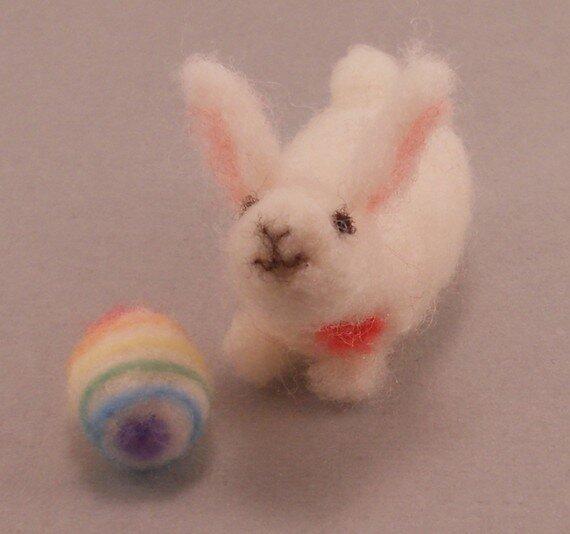 Весенние поделки из фетра\войлока: фото: пасхальные яйца и зайцы