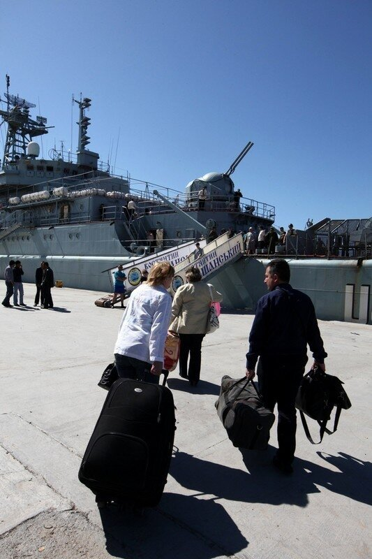 Libyans and foreigners board a Ukrainian