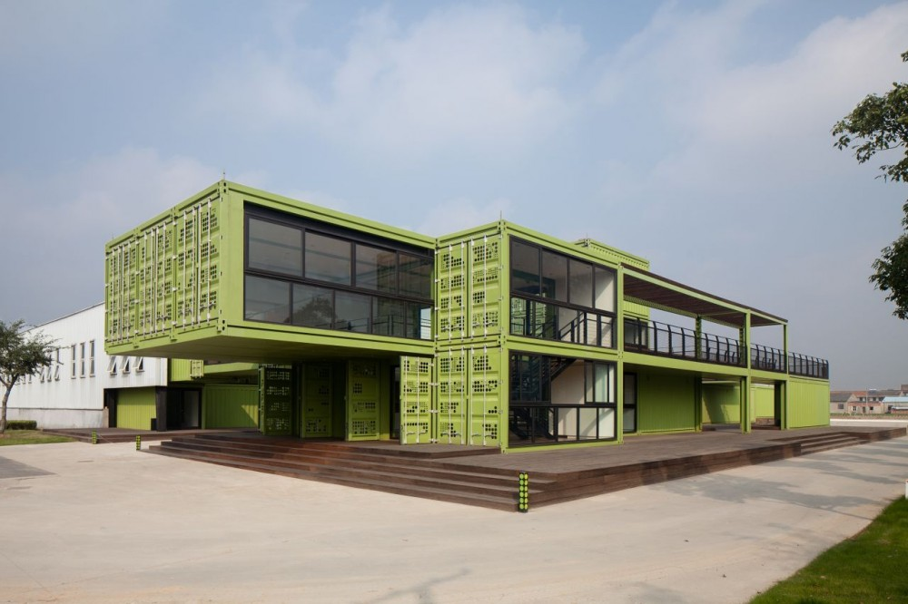 shipping-containers-architecture-tony-s-farm-playze-1.jpg
