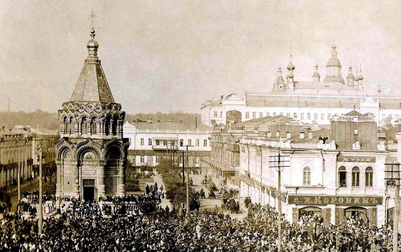 Александро-Невская часовня во время крестного хода. Вид из окна Гранд-Отеля