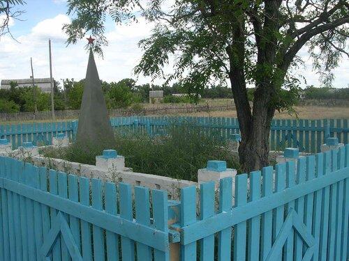 Обелиск в хуторке Маноцкий