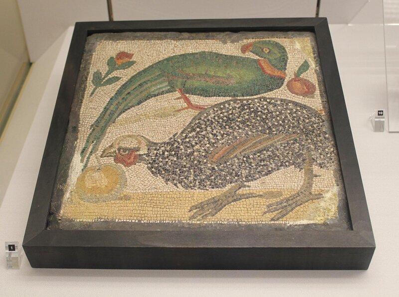 Мозаика - попугай и цесарка