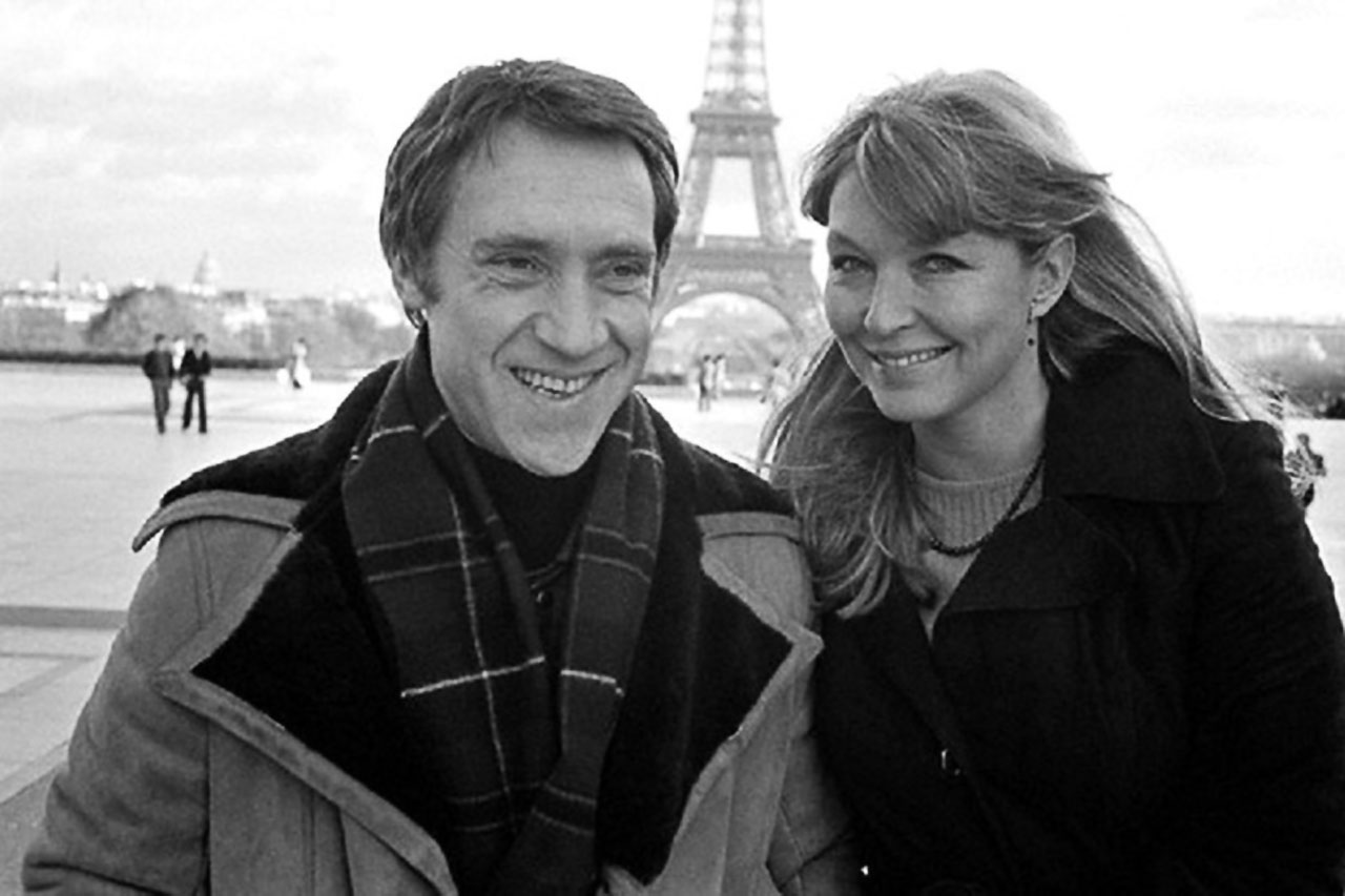 Владимир Высоцкий и Марина Влади напротив Эйфелевой башни. Париж, Франция.