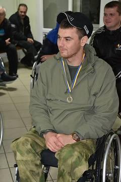 """""""Я - десантник. Я хочу ходить и я буду"""": Украинский герой поразил врачей, став на ноги после тяжелого ранения"""