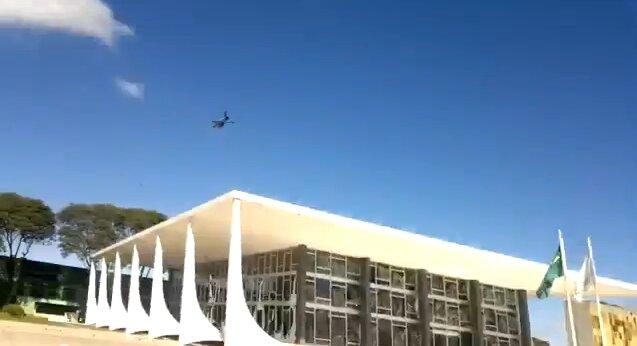 Пролетая на Верховным судом Бразилии