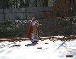 в храме-часовне преподобного Серафима Саровского по благословению настоятеля священника Иоанна Осипова священником Олегом Мумриковым был отслужен молебен с призыванием Духа Святаго на начало доброго дела - возведения стен Донского храма