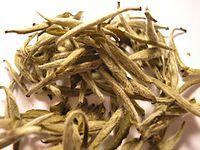 200px-Bai_Hao_Yin_Zhen_tea_leaf_(Fuding).jpg