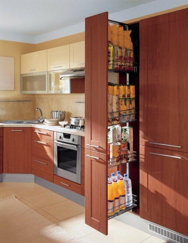 Выдвижные полочки Карго, очень удобны для кухни.