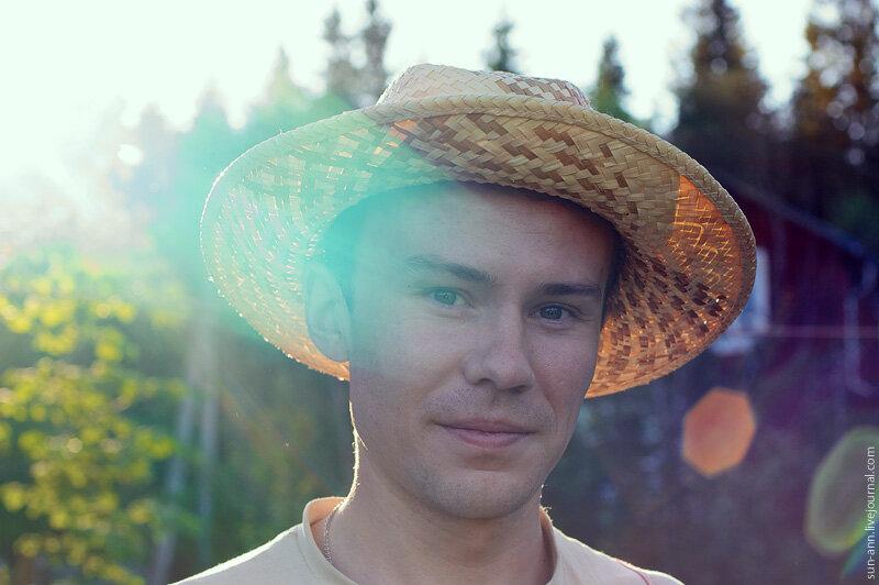 Портрет в соломенной шляпе