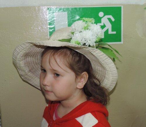 девочка в шляпе.JPG