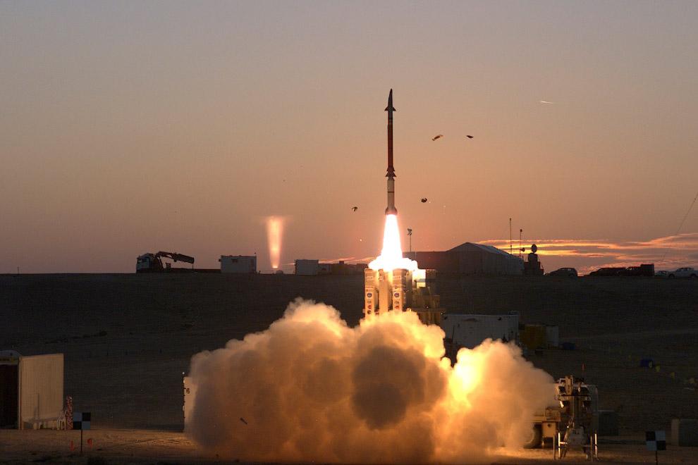 11. Атлас-5 — одноразовая двухступенчатая ракета-носитель семейства Атлас, которая первоначальн