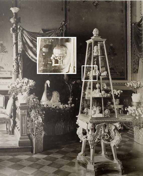 Выставка в особняке фон Дервиза, Санкт-Петербург, 1902 год. Яйцо было опознано как одно из потерянны