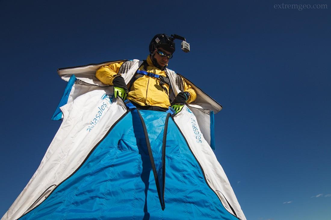 8. Вингсьют — костюм специальной формы, позволяющий преодолевать большие расстояния по горизонту в с