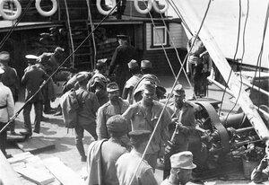 Группа австрийских военнопленных на палубе парохода на Неве