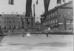 Генерал-майор А.П.Буковский провозглашает здравицу за шефа полка в день празднования 100-летия Кульмского боя.