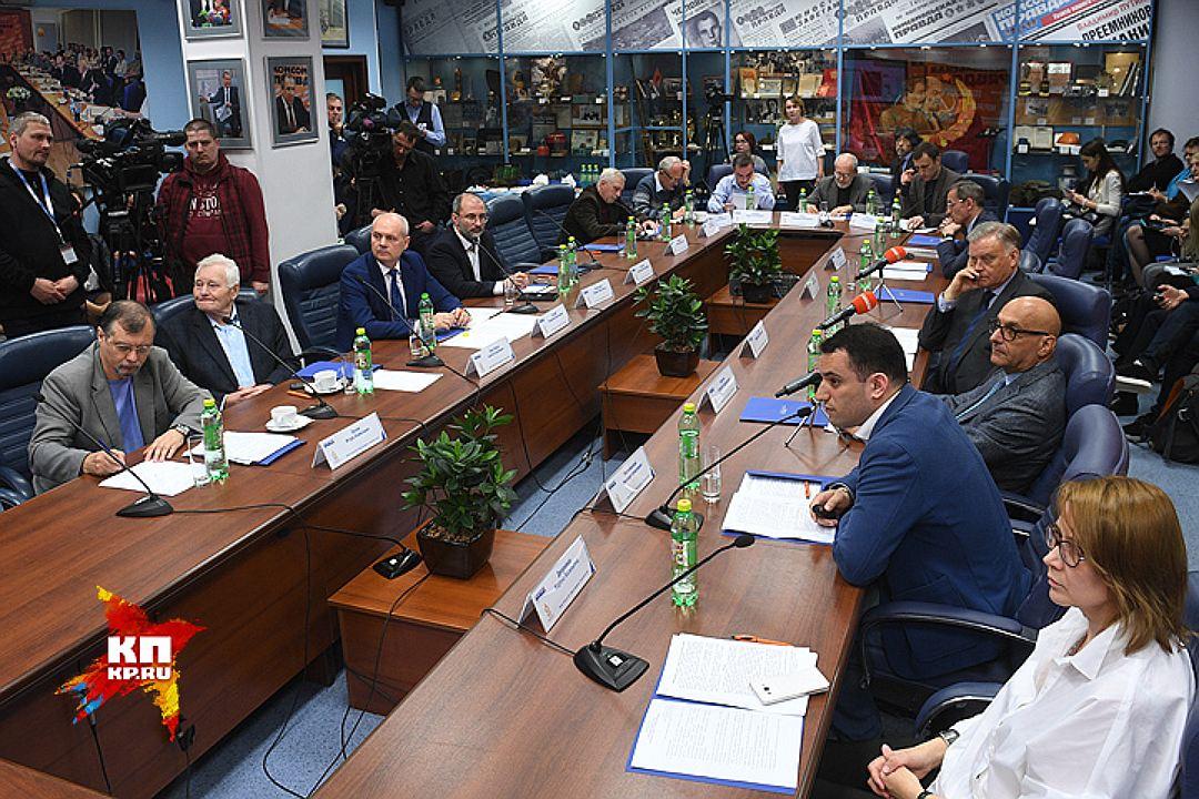 Участники Круглого стола в редакции Комсомольской правды