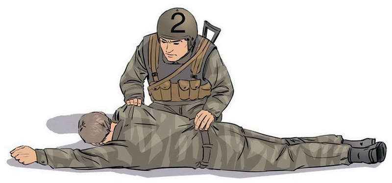 Повернуть раненого на свои колени и очистить пальцами его ротовую полость.