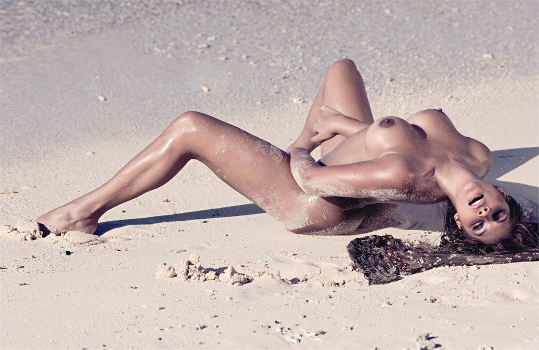 эротическая модель Индира Вайс / Indira Weis, фотограф Sacha Tassilo Hochstetter