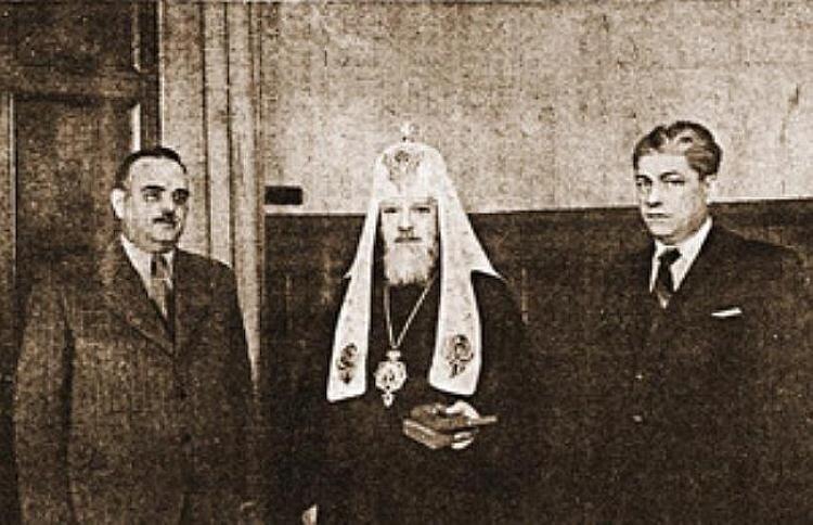 Патриарх Алексий I получил от советского правительства высокую награду – орден Трудового Красного Знамени. 23 августа 1946 г Слева Николай Шверник