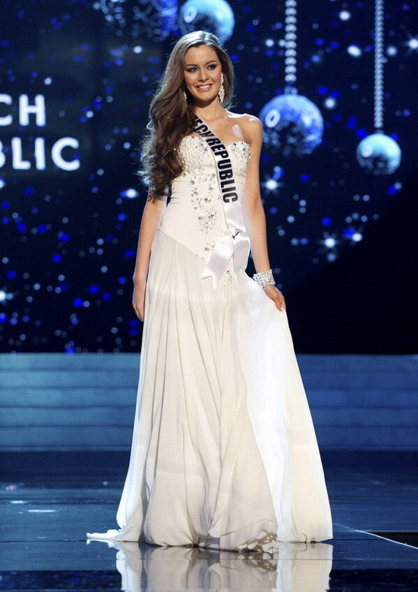 ������ ��������� ���� ����� 2012... Miss Czech Republic 2012 Chlebovska competes in an evening gown of her choice during the Evening Gown Competition of the 2012 Miss Universe Presentation Show in Las Vegas