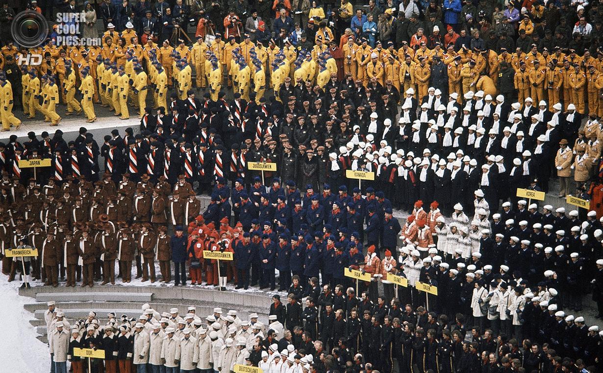 Австрия. Инсбрук, Тироль. 4 февраля 1976 года. Делегации разных стран на церемонии открытия XII Олим