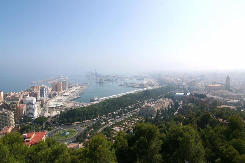 Вид на порт Малаги с Хибралфаро