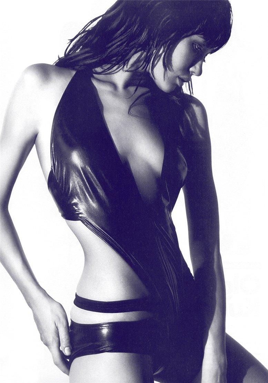 модель Ольга Куриленко / Olga Kurylenko, фотограф Dan Annett