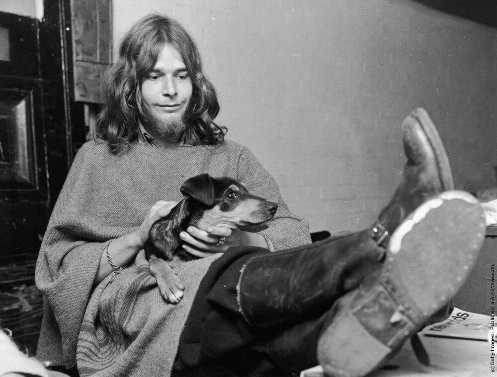 """Hippies.Хиппи ,известный как """"Иисус"""" и его собака Уилф."""