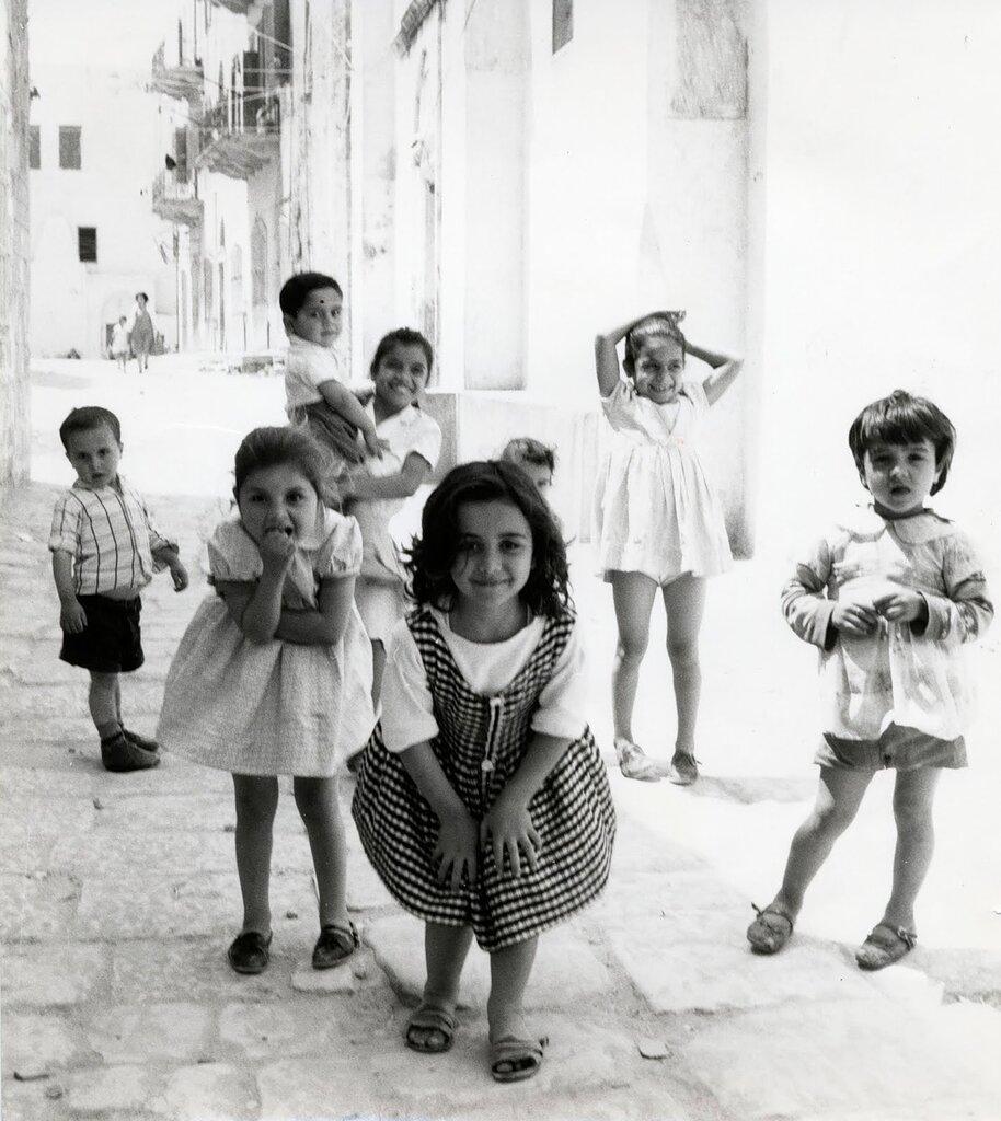 Photographs by Dorothy Bohm