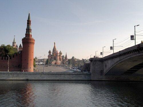 Кремль из-за реки 2011