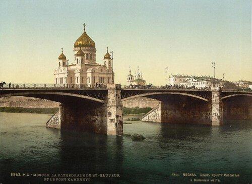 Храм Христа Спасителя из-за реки