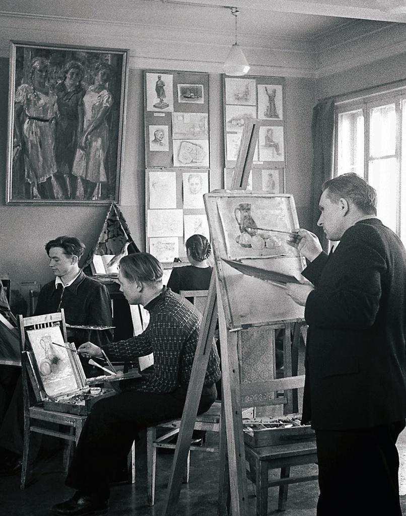 Магнитогорск. Дворец культуры металлургов. Занятия изокружка (1954)