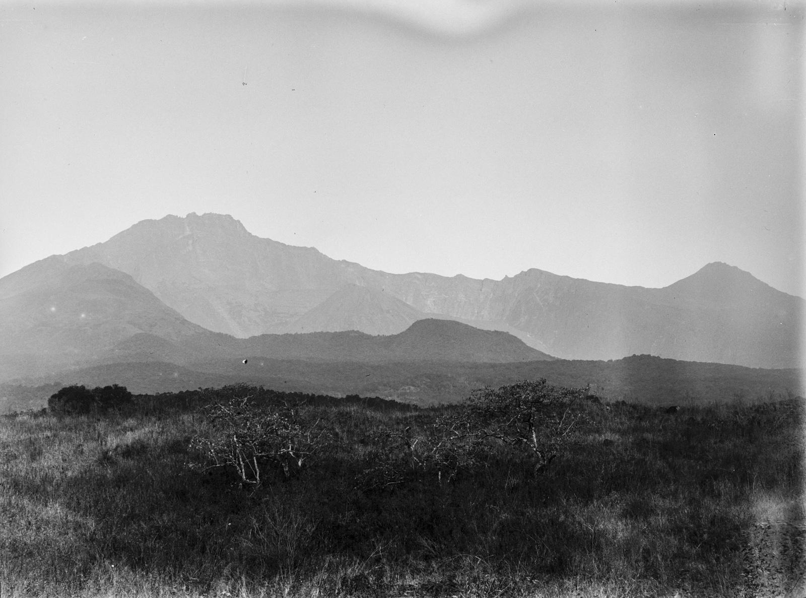 234. Кратер горы Меру