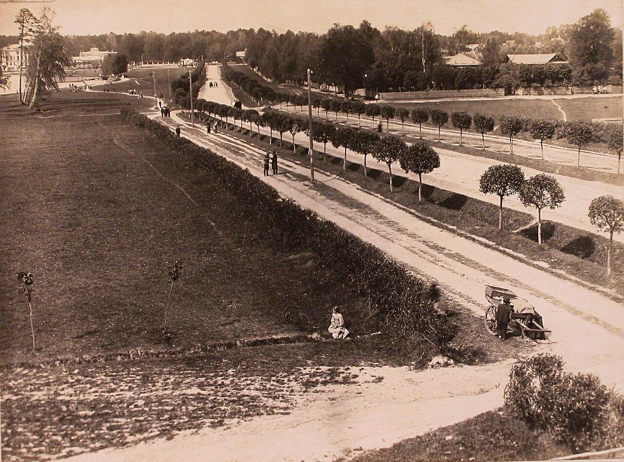 Вид на дорогу из Марьиной Рощи в Останкино; на переднем плане - крестьянские дети у повозки, на втором плане - усадьба Шереметева