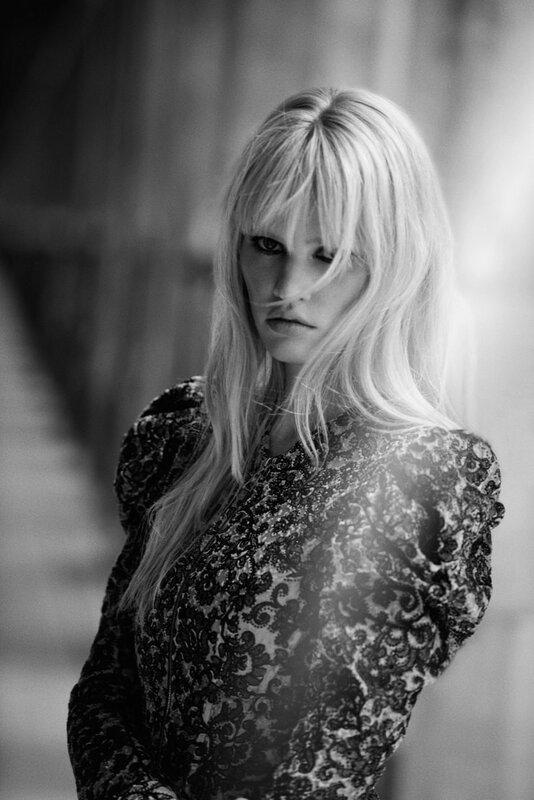 lara-stone-freja-beha-erichsen-by-peter-lindbergh-for-w-magazine-november-2015