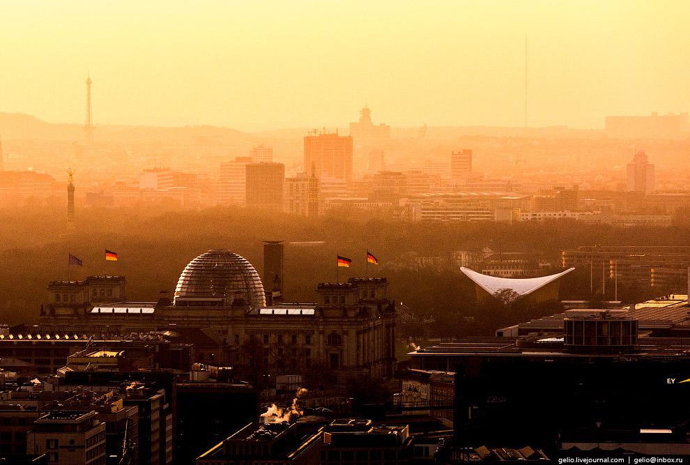 5. После воссоединения страны в 1990 году в историческом здании работает германский Бундестаг.
