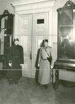 Наряд полиции в помещении Городской думы в день выборов выборщиков во Вторую Государственную думу.