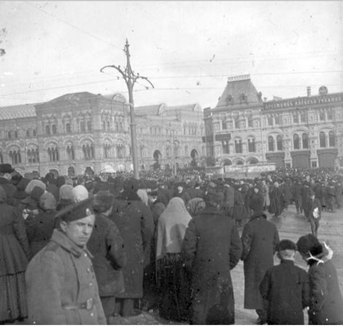 Толпа на Красной площади