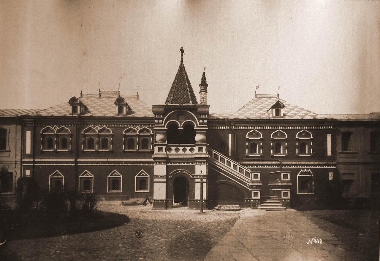 Вид фасада библиотеки Синодальной типографии на Никольской улице
