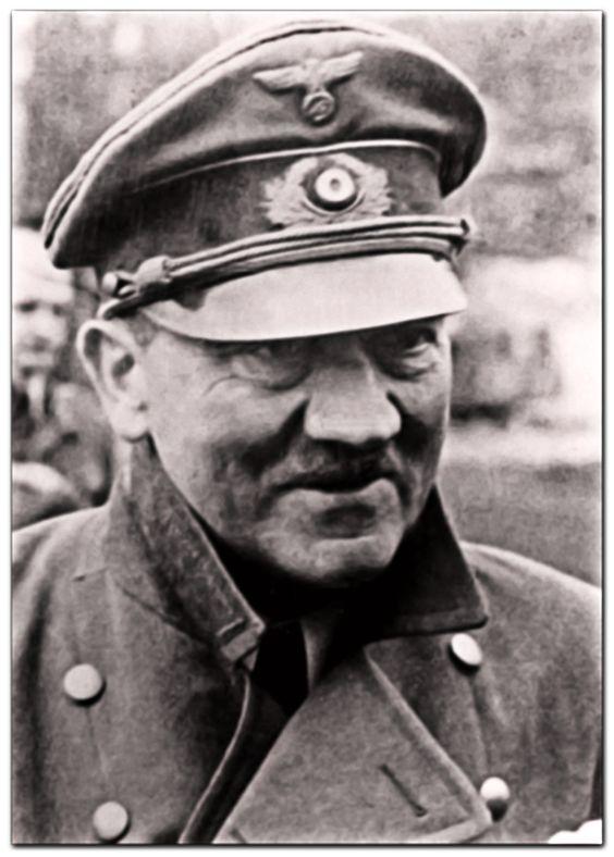 Адольф Гитлер за несколько дней до смерти(2)