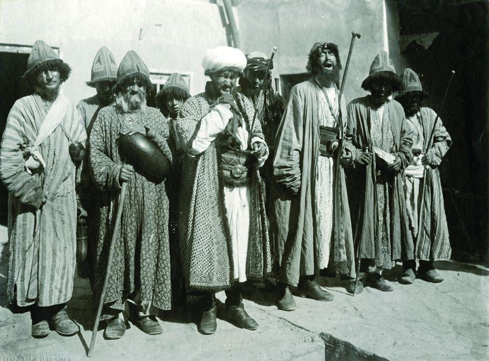 1900 Дервиши в Бухаре.jpg
