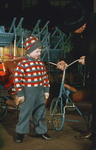 1950 Дом ленинградской торговли. Детский отдел. Владислав Микоша.jpg