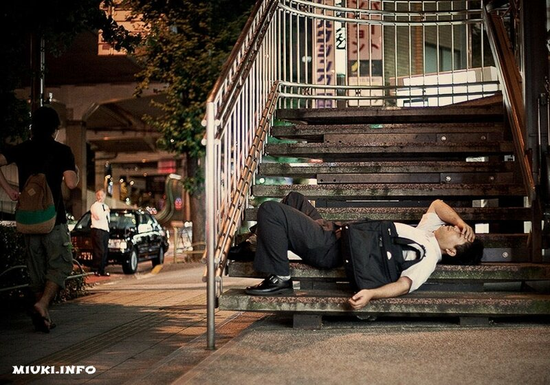 Спят усталые японцы (фото)