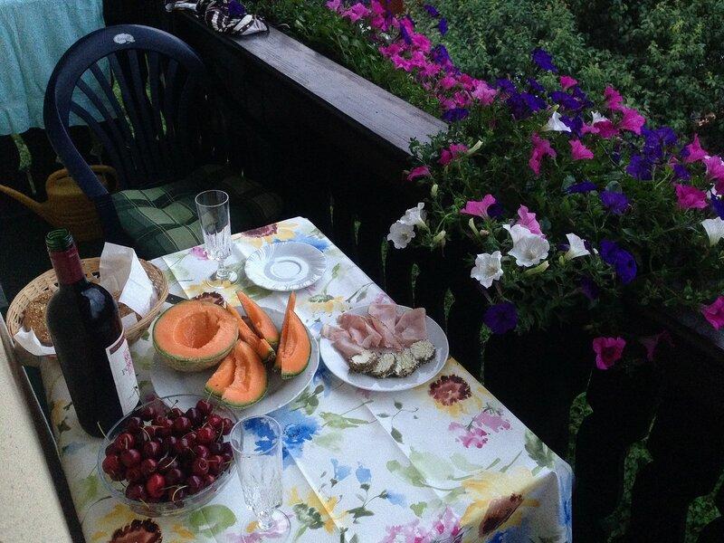 Ужинаем на балконе, ждем грозу