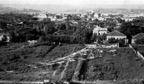 Кишинёвская Радиостанция - упавшая вышка (1941).jpg
