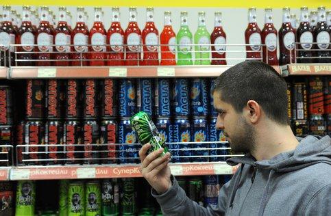 В России предложили полностью запретить продажу алкоэнергетиков